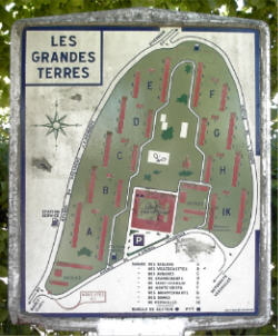 Plan appartement les grandes terres marly le roi for Piscine marly le roi